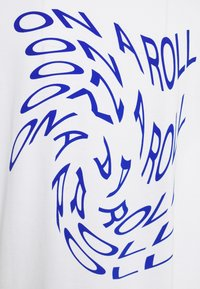 Monki - CISSI TEE  - T-shirts - white - 2