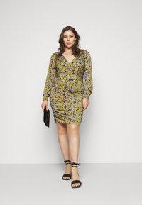 Vero Moda Curve - VMEIRO KNEE DRESS  - Pouzdrové šaty - fir green - 1