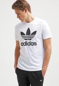 adidas Originals - ORIGINAL TREFOIL - T-shirt med print - white - 0
