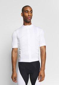 Craft - ESSENCE - T-shirt z nadrukiem - white - 0