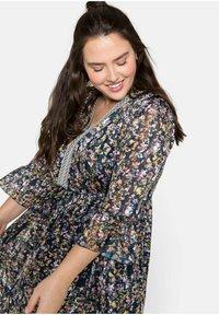 Sheego - Maxi dress - steingrau bedruckt - 3