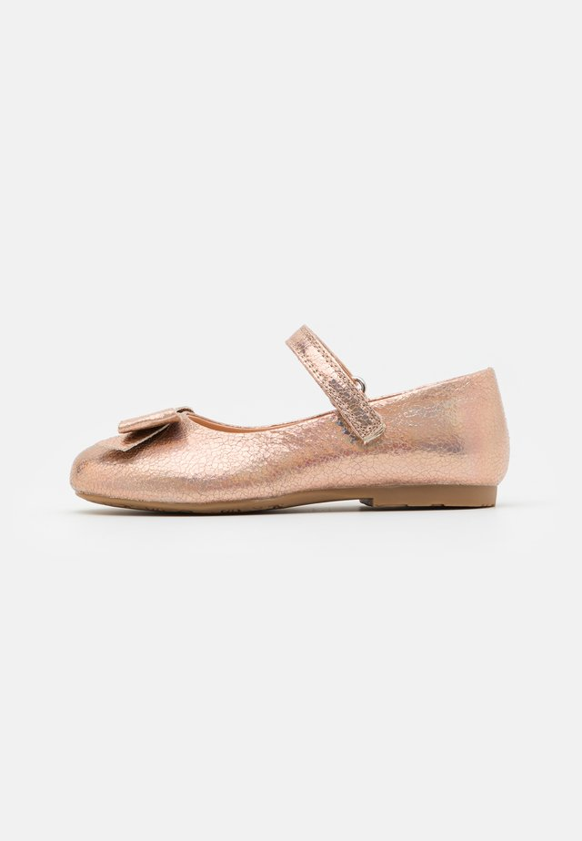 Ballerine con cinturino - rose gold
