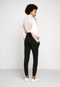 KARL LAGERFELD - ADDRESS LOGO PANTS - Tracksuit bottoms - black - 2