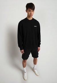 Napapijri - B-PATCH CREW - Sweatshirt - black - 0