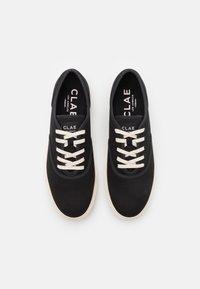 Clae - AUGUST - Sneakersy niskie - black - 3