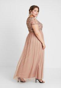 Lace & Beads Curvy - PAQUITA MAXI - Společenské šaty - taupe - 3