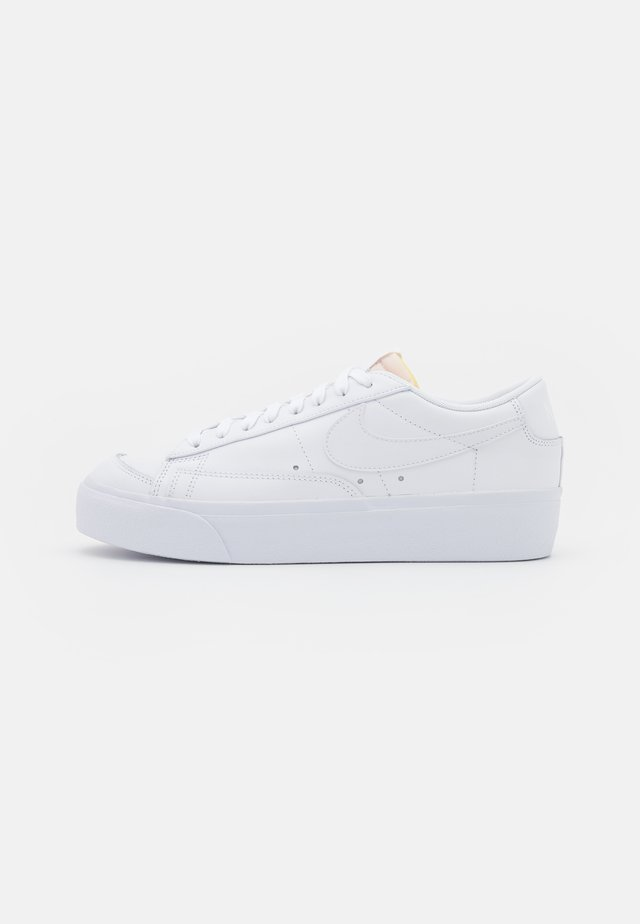 BLAZER PLATFORM - Sneakers basse - white/black