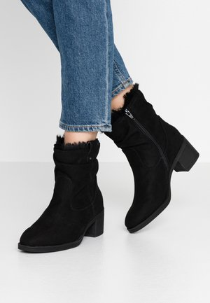 MOSCOW RUCHED  - Botines - black