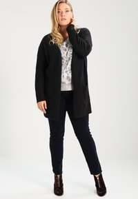 Zalando Essentials Curvy - Cardigan - black - 1