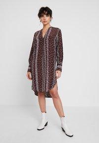 Levete Room - FREYA - Košilové šaty - french toast combi - 0