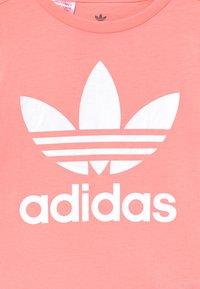 adidas Originals - TREFOIL - Print T-shirt - pink/white - 2