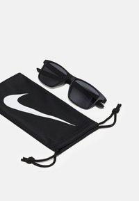 Nike Sportswear - WHIZ UNISEX - Sunglasses - matte black/volt/dark grey - 2