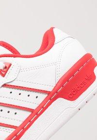 adidas Originals - RIVALRY - Sneakers - footwear white/scarlet - 5