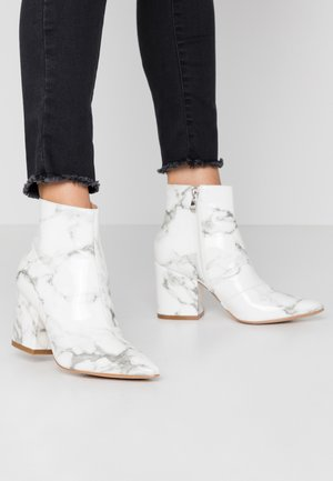 KOLAH - Ankle boots - white marble