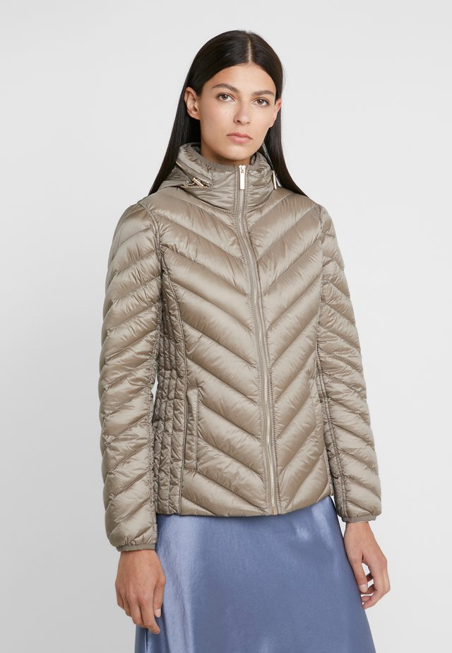 SHORT PACKABLE PUFFER - Gewatteerde jas - taupe