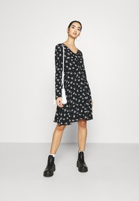 Pieces - PCSILJY DRESS - Day dress - black - 1