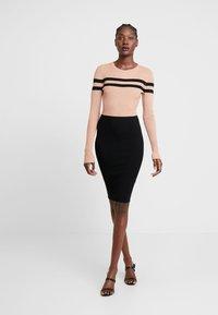 Anna Field - Vestido de tubo - black/beige - 1