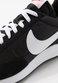 Nike Sportswear - AIR TAILWIND 79 - Trainers - black/white/team orange - 8