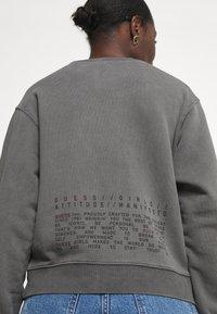 Guess - GRAFFITI  - Sweatshirt - coldjet black - 4