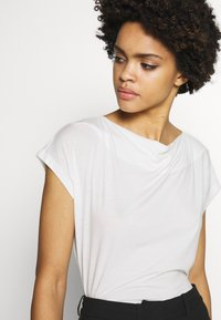 WEEKEND MaxMara - T-shirt basic - weiss - 4