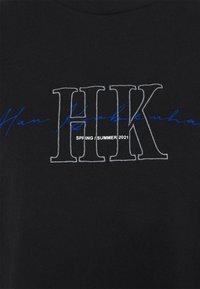 Han Kjøbenhavn - BOYFRIEND TEE - Print T-shirt - faded black - 6