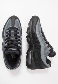 Nike Sportswear - AIR MAX 95 ESSENTIAL - Sneakersy niskie - black/white/smoke grey - 1