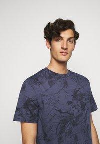 Theory - RACER TEE  - T-shirt imprimé - air force - 3