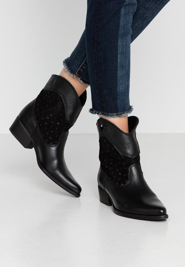 WEST - Kovbojské/motorkářské boty - black