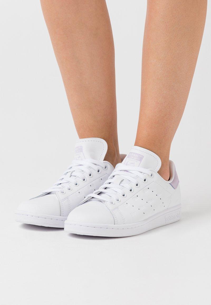 adidas Originals - STAN SMITH - Sneakers - footwear white/purple tint/core black
