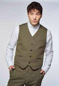 MDB IMPECCABLE - Suit waistcoat - khaki - 0