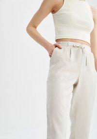 DeFacto - Pantaloni sportivi - ecru - 3