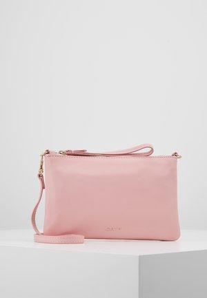 BERN - Clutch - fairy tale pink