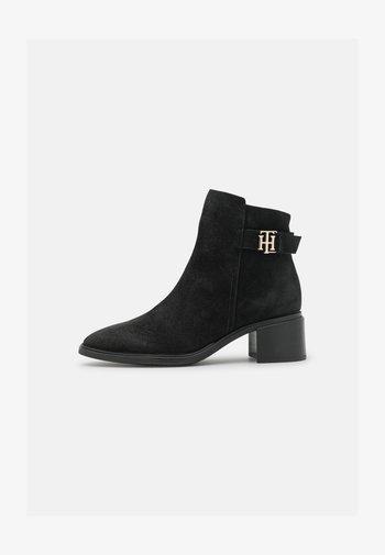 HARDWARE MID HEEL BOOT - Støvletter - black