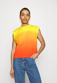 Calvin Klein Jeans - DIP DYE MUSCLE TEE - Top - yellow - 0