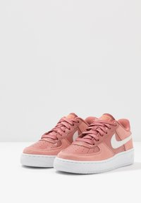 Nike Sportswear - AIR FORCE 1 LV8 V DAY - Trainers - pink quartz/white/canyon pink/metallic gold - 3