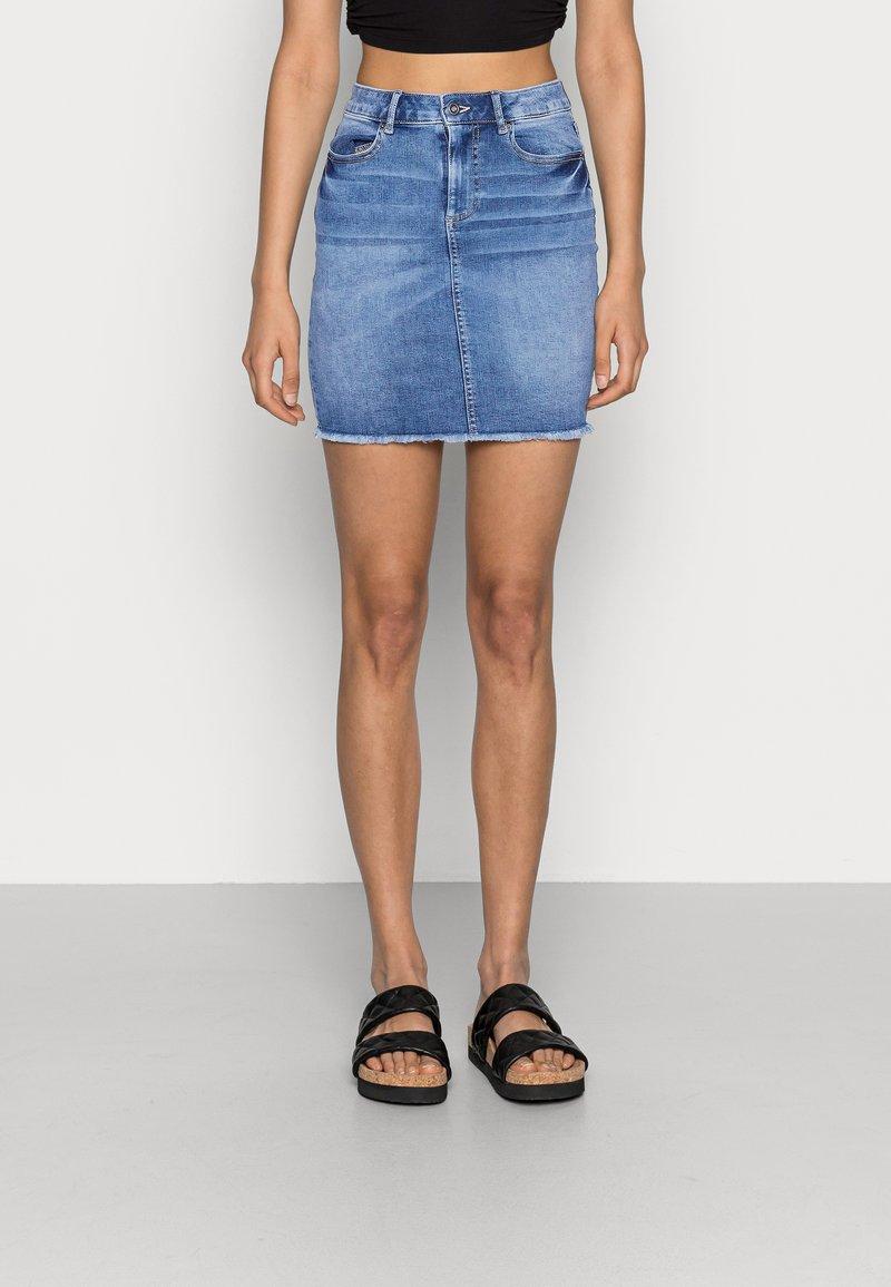 Pieces - PCAIA SKIRT - Denim skirt - light blue denim