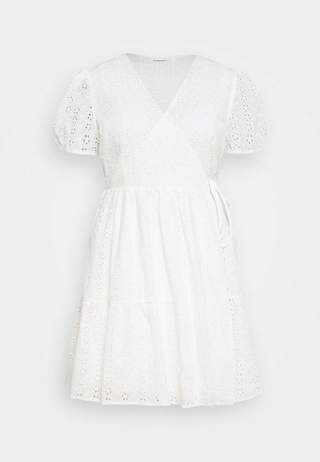 WRAP DRESS - Hverdagskjoler - white