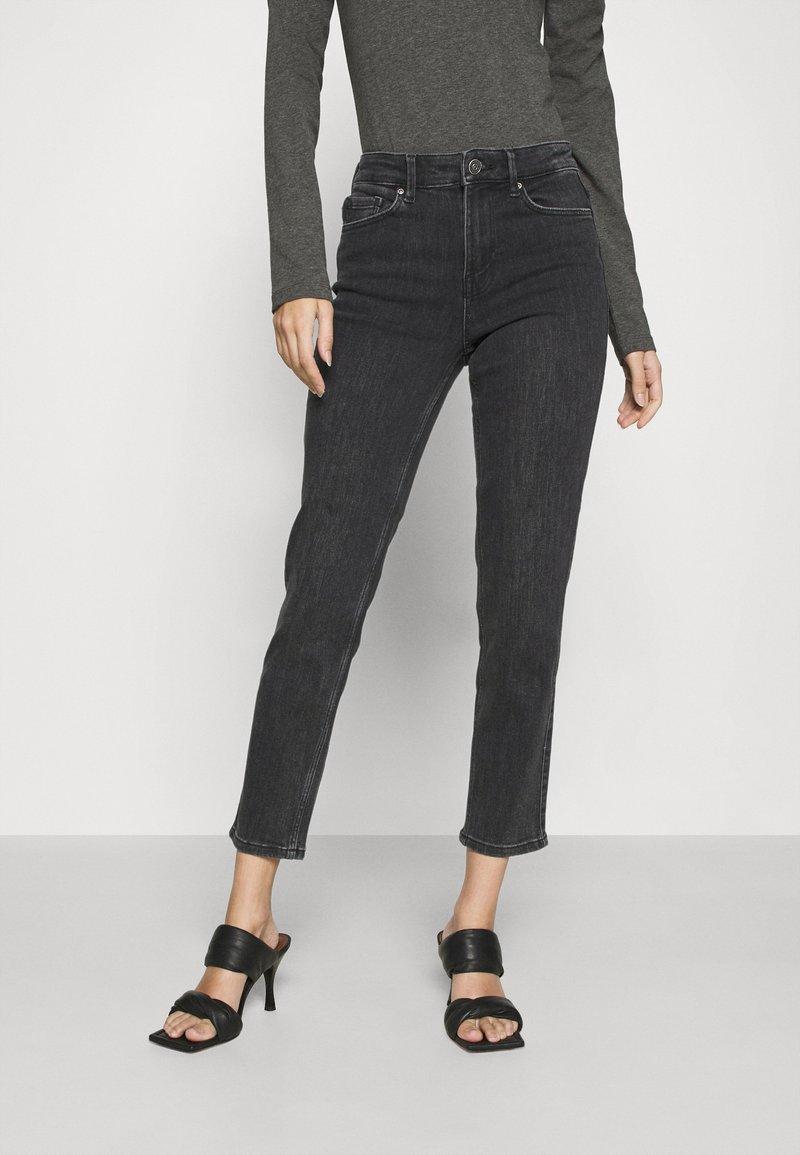 Pieces - PCLILI - Jeans slim fit - black denim