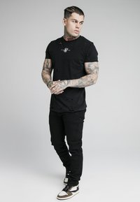 SIKSILK - Relaxed fit jeans - black - 1