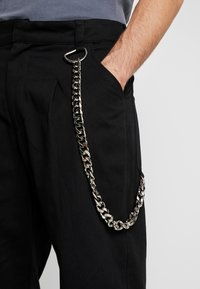 The Ragged Priest - PLEATED TROUSERS WITH KEY CHAIN - Tygbyxor - black - 5