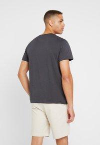 Lacoste - T-shirt basique - graphite - 2