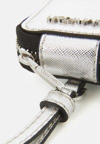 Calvin Klein - IPOD AIR DANGLE - Andre accessories - silver - 4