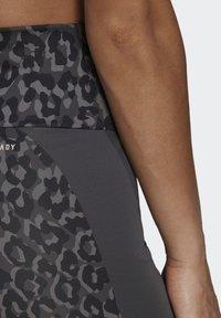 adidas Performance - ADIDAS DESIGNED TO MOVE AEROREADY LEOPARD PRINT SHORT TIGHTS - Leggings - grefou/gresix - 3