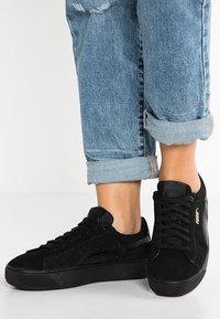 Puma - VIKKY PLATFORM - Sneaker low - puma black - 0