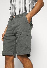 Wrangler - CASEY - Shorts - dark shadow - 4