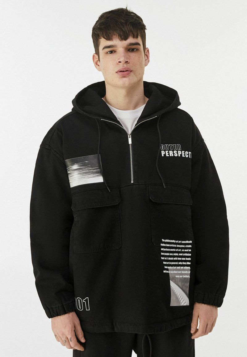 Bershka - MIT BAUCHTASCHE UND PRINT  - Veste en jean - black