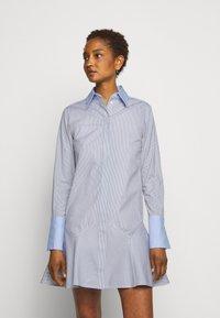 Victoria Victoria Beckham - PATCHWORK FLOUNCE HEM SHIRT DRESS - Shirt dress - navy/white - 0