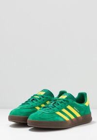 adidas Originals - GAZELLE INDOOR - Sneakers laag - green/yellow - 2