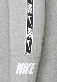 Nike Sportswear - REPEAT HOODIE  - Hoodie - grey heather/white - 2