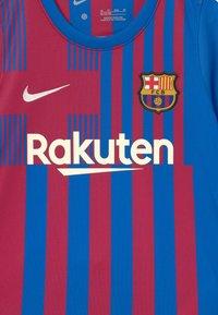 Nike Performance - FC BARCELONA SET UNISEX - Club wear - soar/noble red/pale ivory - 3